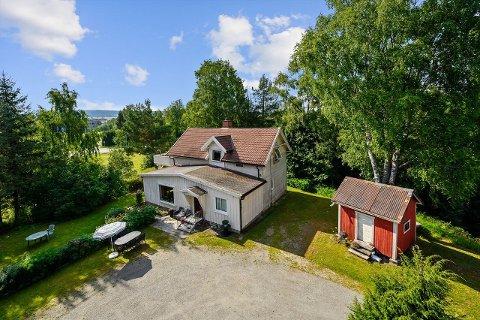 STÅR DER I DAG: På eiendommen, som er et tidligere småbruk, er det noe boligmasse.