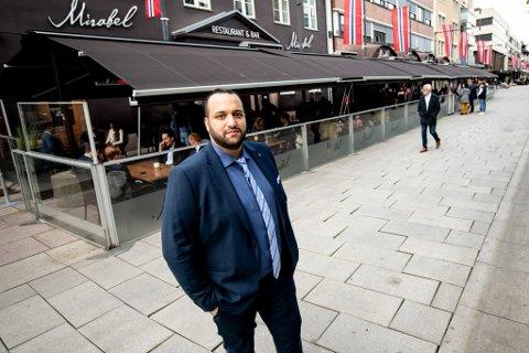 VIL HA SPERRINGER: Omar  El-Khatib, daglig leder hos Mirabel, sier det kunne gått galt lørdag om det var flere folk i gata.