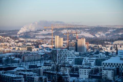 HØY BYGGEAKTIVITET: Det er høy byggeaktivitet i Lillestrøm. En av de store utbyggerne frykter imidlertid at lang saksbehandlingstid i verste fall kan føre til flere permitteringer i byggebransjen.