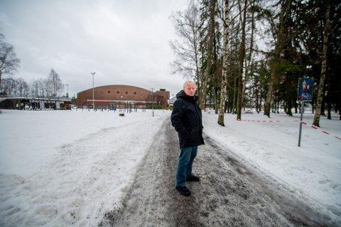 KONSEKVENSER: – Har kommunen vurdert hvilke alvorlige konsekvenser dette kan få for barn og unge, spør Arne Kalstadstuen i Lillestrøm idrettsråd.