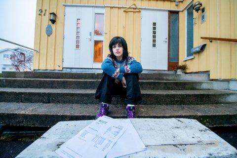 STOR ØKNING: Cristina Engstrøm reagerer på at de kommunale avgiftene økte med flere tusen kroner fra i fjor.