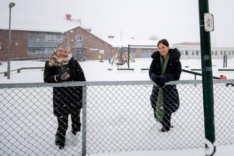 BARN OG KORONA: Helsesykepleier Nina Dogger Kringler (t.h.) og sosiallærer Inger Helene Foss ved Vigernes skole i Lillestrøm har hatt mange samtaler med barn om koronarelaterte temaer.