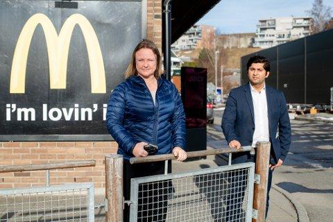 REAGERER: Gruppeleder Anette Elseth i Lillestrøm Frp og stortingsrepresentant Himanshu Gulati kaster seg inn i diskusjonen rundt McDonalds-etableringen på Hvam og antall parkeringsplasser der.