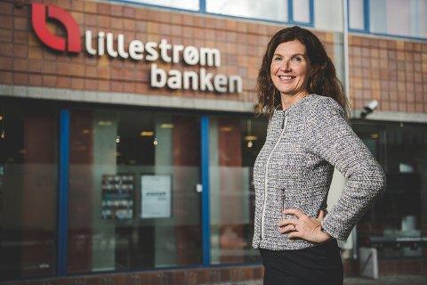 DELER UT PENGER: Adm. banksjef Siri Berggreen i LillestrømBanken. Foto: Benjamin A. Ward / Lillestrømbanken