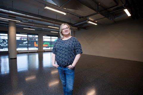 FORNØYD: Gry Helen Nilsson Thomassen hos utestedet Republic er glad for kommunens forslag om reduserte avgifter. Foto: Lisbeth Lund Andresen