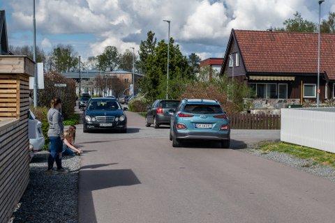 TRAFIKKERT: Noen av boliggatene på Volla har fått sterk trafikkøkning etter at Storgata stengte. Nå innfører kommunen flere trafikktiltak. Bildet er fra Tor Jonssons gate.