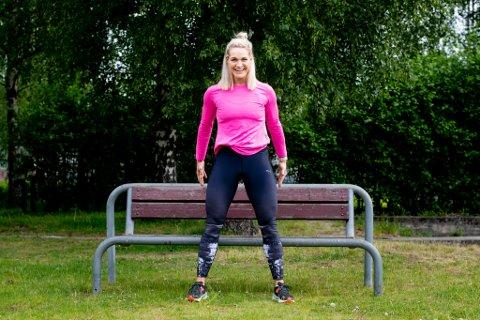 TRENING OG AKTIVITET: Catrine Collins er like opptatt av hverdagsaktivitet som trening, og deler gjerne tips til hvordan man enkelt kan få til begge deler i eget nærmiljø.