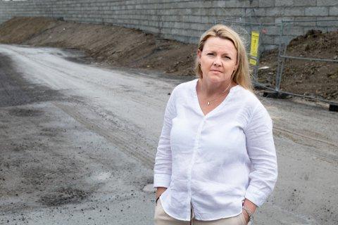 FRUSTRERT: Anette Hemmingby sier man som innbygger i kommunen ikke har noen reell påvirkningsmulighet når man må vente i åtte måneder på behandling av klagesaker.