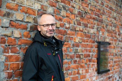 LAVE SMITTETALL: Ordfører Jørgen Vik forteller at det blant annet er de lave smittetallene som gjør at de kan åpne opp mer.