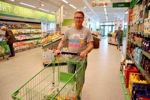 FORNØYD: Erik Haugseth var strålende fornøyd med «ny» butikk. Han er glad for at det endelig finnes et handelstilbud i området igjen.