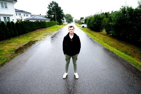 UTEN BIL: Victor Krogstad mener det mangler en løsning for dem som ikke har bil.