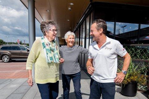 FASTE MØTER: Hver eneste fredag i 25 år har disse tre møttes. F.v. Marte Dovran, Liv Bråstad og Per Ivar Hansen.