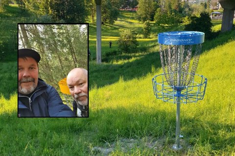 BYGGET BANE: (f.v) Espen Ferner Bergersen og Ronny Myhrhaug startet med frisbeegolf sammen for fire år siden, nå har de bygget sin egen bane.