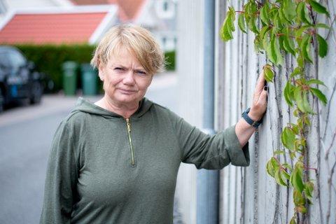 NEGATIVT FOR OMDØMMET: Lørenskog-ordfører Ragnhild Bergheim møtte RB utenfor sitt hjem på søndag. Nok en gang må hun kommentere en negativ hendelse, denne gang et mulig drap, i kommunen hun leder.