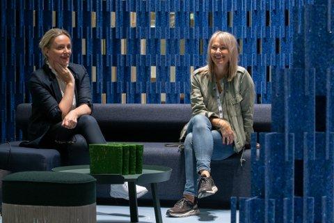 GJENÅPNER: Etter halvannet år uten messer kan de endelig åpne dørene igjen. Administrerende direktør Gunn Helen Hagen (t.v.) og Kathrine Jansen, direktør for Oslo Design Fair.