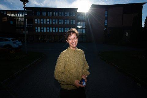 SENKE SKULDRENE: Bettina Fossberg, kommuneoverlege i Lillestrøm kommune, forteller at vi kan tenke annerledes om koronaviruset.