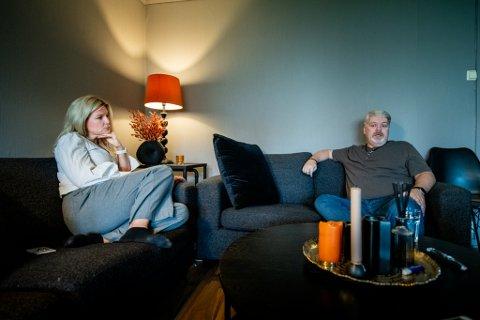 ALENEFORELDRE: Cathrine og Arne syns det er fint å dele erfaringer med hverandre.