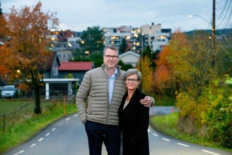 BOLIGKJØPERE: Nils Gustav Roland og Hilde Kjelsbekk Roland gleder seg til å flytte inn i ny leilighet, men må smøre seg med litt tålmodighet, leiligheten står nemlig ikke klar før om ett år.