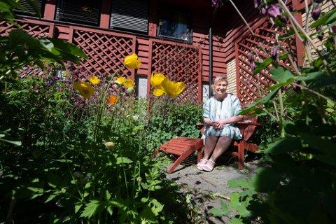 FARGERIKT: Det er fargerikt i hagen til Nina Heggelund på Lørenskog. Hun deler gjerne av kunnskapen sin om hagebruk, og gir fra seg noen tips og triks til RBs lesere.