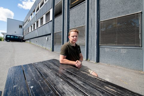 TRIVDES IKKE: Daniel Kragset ble utsatt for mobbing på barneskolen og ønsket ikke lenger å gå på skolen. 24–åringen er glad for at det fantes et alternativ.