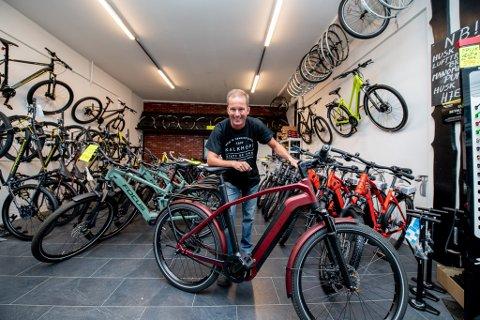 TJENTE GODT: El-sykkeleksperten tjente godt med penger i 2020, og det får daglig leder Knut Eide til å smile bredt.