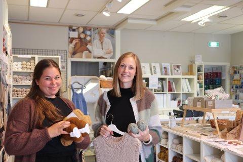 NYE EIERE: Tine Holiløkk-Tjelta (t.v.) og Kjersti Ulberg Forsman, gleder seg til de skal overta driften av strikkebutikken.