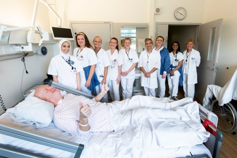 EKTE ENGASJEMENT: Selv etter nesten 50 dager på Ahus har Erland Vestby fortsatt en lang vei å gå før han er frisk – men han er overbevist om at han ikke hadde vært der han er i dag uten innsatsen fra blant andre sykepleier Sara, sykepleier Silje, hjelpepleier Jorunn, sykepleier Kristine, sykepleier Andrea, lege i spesialisering José, sykepleier Hanna, sykepleier Sruthy og seksjonsleder Ellen.