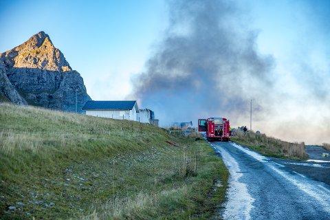 Det er bare aske igjen av det gamle tårnet og ekspedisjonbygget på dennedlagte flyplassen på Værøy