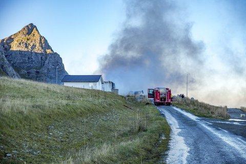 Brann: Brannen i sjokoladefabrikken ble meldt like etter halv seks torsdag morgen. Foto: Tom Torstensen, Lofotmannen@gmail