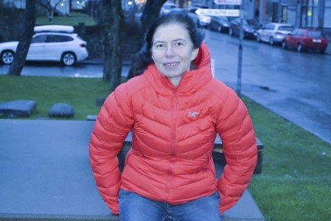Kari i parken: Regionsjef Kari Fauske i Narud Stokke Wiig har fått i oppdrag å lage reguleringsforslag for Havneparken i Svolvær. Hennes arbeidsgiver håper konklusjonen blir at gasstanken skal ligge permanent. Foto: John-Arne Storhaug.