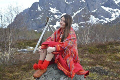 Samisk forkjemper: Ulrika Louisa Snowdon (19) har røtter i det samiske. Nå kjemper hun for samiske rettigheter – også i hjemkommunen Vågan. Foto: Privat.