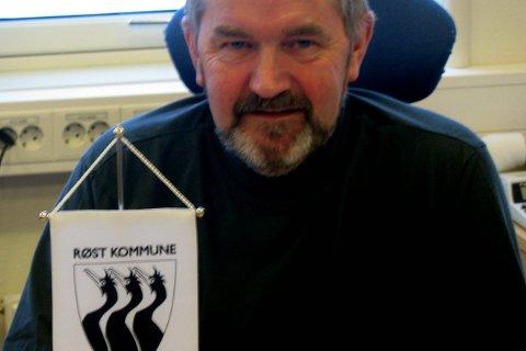 Innsamling: Arnfinn Ellingsen har tatt initiativ til innsamling til to minneplater for to værøybåter som forliste utenfor Røst.Foto: John Arne Storhaug