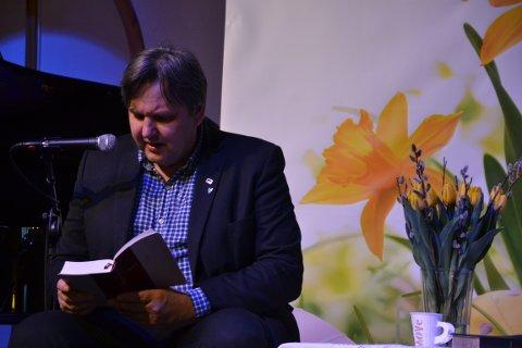Jonny Finstad starter med Første Mosebok.
