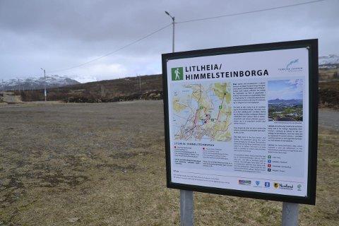 Skiltet: Det står nå skilt også oppe ved Lofothallen.