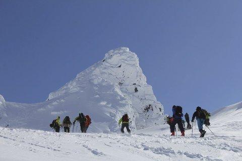 Topptur: Geitgaljen (1085 m.o.h) ruver i bakgrunnen og frister  med sin enorme utsikt.