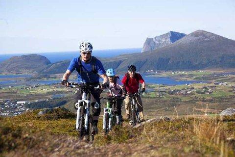 Med sykkel opp med Smørdalskammen. Leserfoto