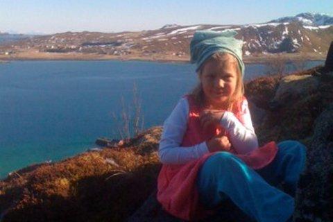 Susanne (5 år) på tur opp til Offersøykammen. Leserfoto