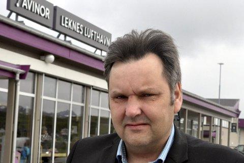 Skeptisk: Vestvågøy-ordfører Jonny Finstad er skeptisk til anbefalingen fra Møreforsking om å drive flyrutene Leknes–Bodø uten FOT-tilskudd.–Vi kan lide samme skjebne som Stokmarknes som fikk et mye dyrere tilbud med kommersiell drift. Nå må vi påvirke departementet til å holde fast på FOT-ruter til Leknes, sier Finstad. foto: magnar johansen