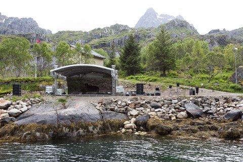 Storscene: Et mektig scenerigg i Trollfjorden.