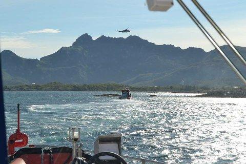 """Både Sea King, """"Sundt Flyer"""" og """"Det Norske Veritas"""" i askjon ved Stamsund."""