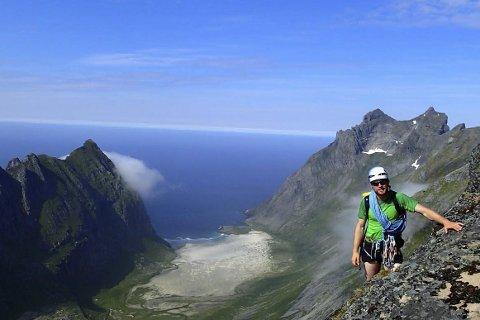 Nydelig utsikt: Flott utsikt fra Maslitinden ned mot Horseidstranda. Foto: Signar Andre Nilsen