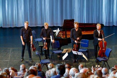 IMPONERTE Den Danske Kvartett høstet stor jubel da de avsluttet konserten med folkemusikk fra sitt eget hjemland