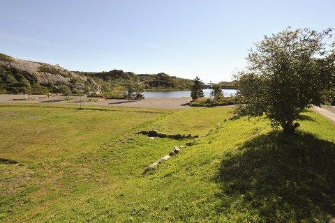 Idyll: Kabelvåg Feriehus & Camping AS i Mølnosen ligger skjermet og vakkert til med kort vei ut E10 og Vestfjorden.