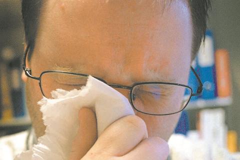 SYK. Stadig flere blir syke av influensa. Hver uke rapporterer sju medisinsk-mikrobiologiske laboratorier om sine funn av influensavirus.
