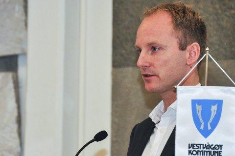 Tas ikke opp: Vestvågøyordfører Remi Solberg (Ap) sier det ikke er aktuelt å ta stilling til konsekvensutredning på nytt. Posisjonen i Vestvågøy har som en del av plattformen at saken ikke tas opp i perioden. De øvrige lofotkommunene har nå vedtak om nei til utredning.Begge foto:arkiv