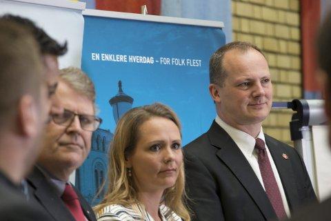 INVITERT: Linda Hofstad Helleland, her sammen med samferdselsminister Ketil Solvik-Olsen, er invitert til Svolvær.