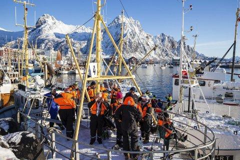 Gammelt og Nytt: Moderne utstyrte sportsfiskere på tredekket til en av mange gamle traverne i VM.