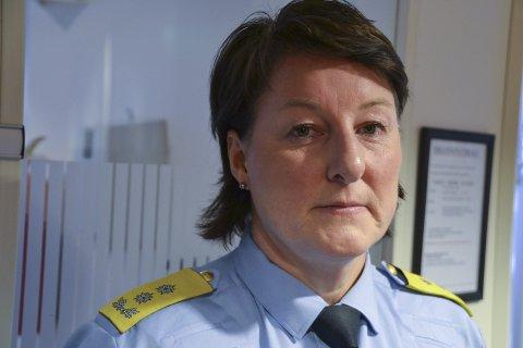 - Forsvarlig: Politimester Tone Vangen sier beredskapen for politiet i Lofoten er forsvarlig. Her fra et besøk ved politistasjonen i Svolvær i 2016.