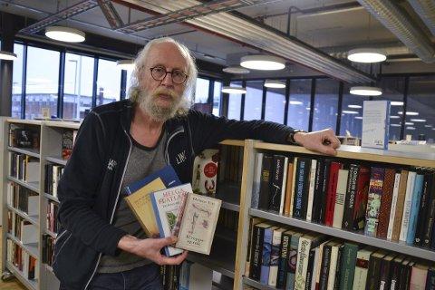 Hittil største: Bibliotekar Ole-Petter Refsahl er en av arrangørene. Sammen med blant annet lærere i skolene i Vågan og videregående arrangeres festivalen nå for åttende gang med 14 forfattere på programmet. Det hele skjer 1. og 2. mars og med 14 forfattere på programmet.Foto: Øystein Ingebrigtsen