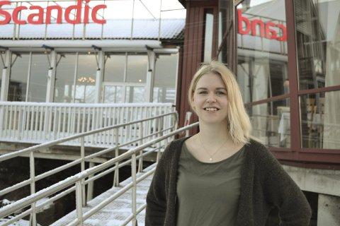 Forsprang på seg selv: Gunhild Elisabeth Laundal (28) mener hun har et forsprang på seg selv, siden hun kjenner litt til Lofoten ved inngangen til sjefsstillingen på Scandic Hotel. Begge bilder: John-Arne Storhaug.